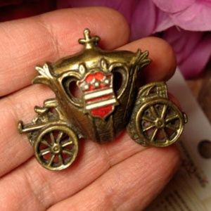 Vintage Bronze Old Fashioned Carriage Brooch Pin