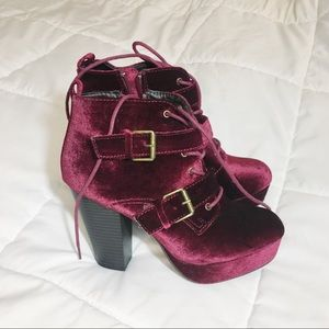 Shoes - Chunky velvet booties