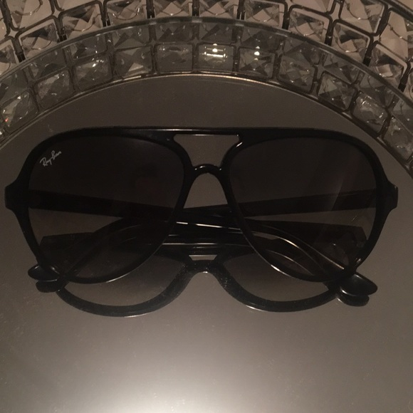 3977f718ccc Ray-Ban Cats 5000 Sunglasses. M 5a13a3a02599fe22ff003a74