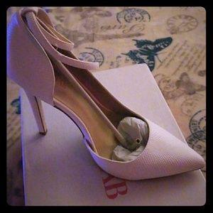 Lockette heels