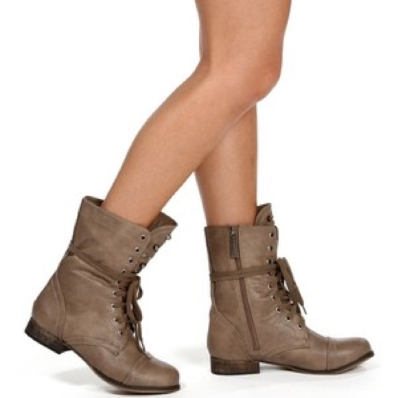126512e9298 Steve Madden taupe Troopa combat boots
