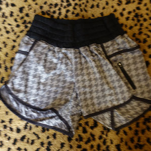Lululemon Tracker Short Size 4 Grey check pattern
