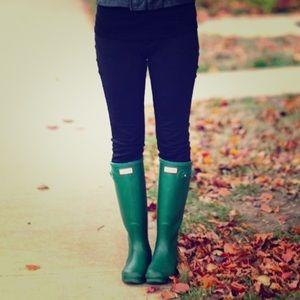 HUNTER matte green rain boots