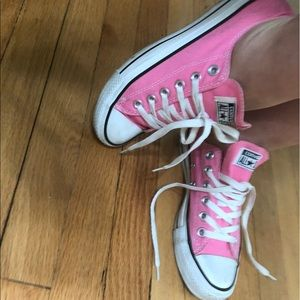 Pink Converse 6.5