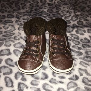 Rising Star brown infant crib boot size 9-12mo