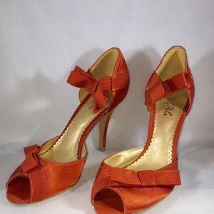👡👡👡BCBG Orange shoes