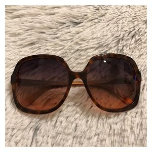 EUC Tory Burch Oversized Square Sunglasses TY7029