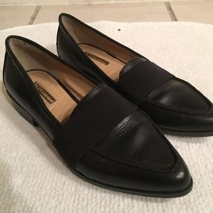 Very chic black loafers with elastic band detail