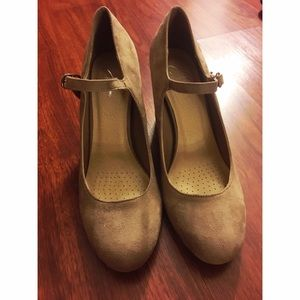 Shoes - HEELS!! NEVER WORN! SIZE 9