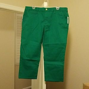 NWT Women's Old Navy size 16 green capris