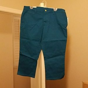 NWT Women's old navy size 16 blue capris