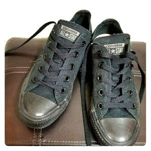 Triple black Converse Chucks