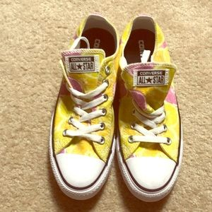 BRAND NEW Converse sneakers
