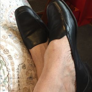 Dark Navy blue Naturalizer shoes.