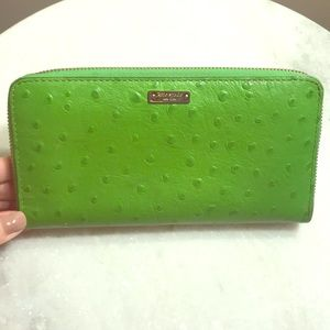 Authentic Green Kate Spade Wallet. Used 3 times