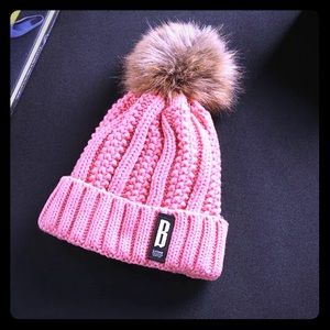 PRETTY CABLE KNIT HAT WITH FAUX FUR POMPOM!!