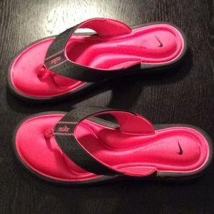 Nike sandals size 8 W