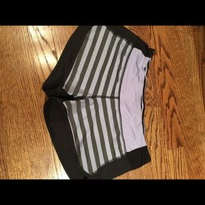 Lulu lemon stripe speed short