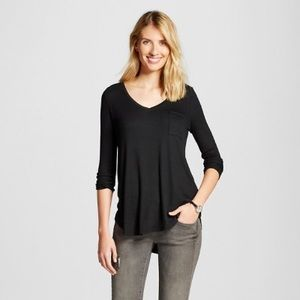 Black ribbed 3/4 sleeve swing tee with pocket