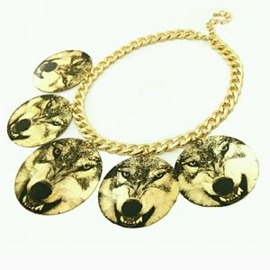 Printed wolf circle gold necklace