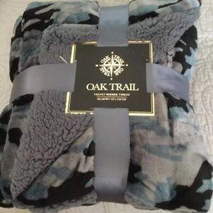 New! Oak trail velvet throw
