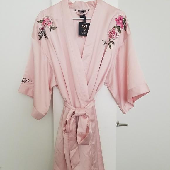 ca6730ce46cdc Victoria Secret 2017 Shanghai Robe NWT