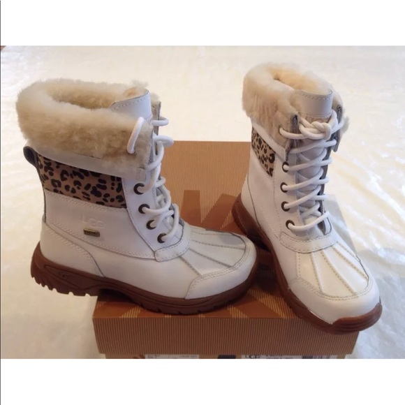 3f90eed9a3a UGG Australia**White Fur-lined Boots**US 1**$170 NWT