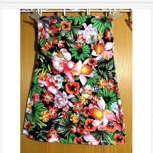 AMBIANCE APPAREL Hawaiian Tropics Top Jr. L floral