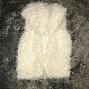 Adorable fluffy White Vest with hood NWOT