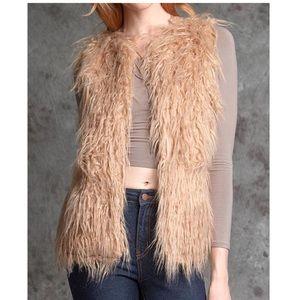 NWT Ya Faux Long Fur Camel Vest Size Large