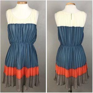 Blu Pepper Blue & Cream Color Block Pleated Dress