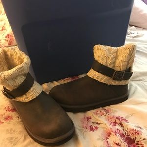 UGG size 9 - Cambridge style - dark brown boots