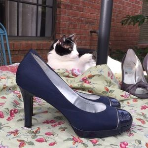 Tahari Navy fabric and patent leather pumps