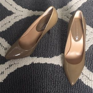 Banana Republic patent leather nude pumps size 6.5