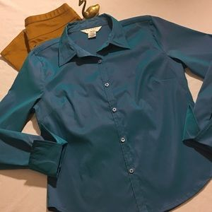 At Last New York Blue ButtonUp Top Size Large