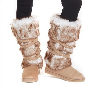 """NWT JustFab """"Grand Forks"""" tan/white fuzzy boots, 8"""