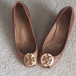 Tory Burch Royal Tan/Gold Sally shoes Size 8