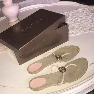Gucci pink thong Sandals !