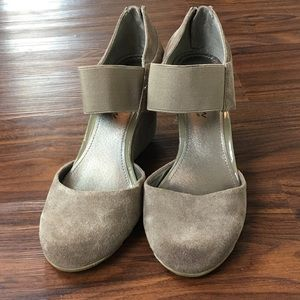 Kenneth Cole Reaction Suede Gray wedges