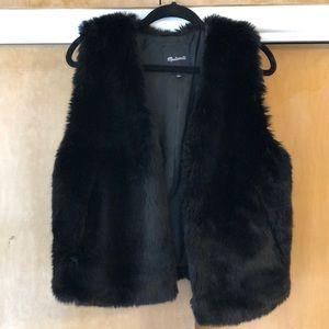 Made well black faux fur vest
