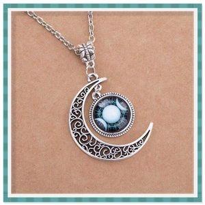 🆕 Triple Moon Goddess Necklace