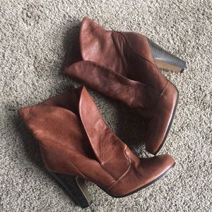 Dolce Vita brown heeled ankle boots!