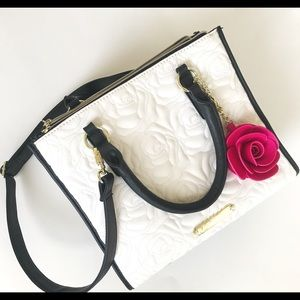 NWOT BETSEY JOHNSON ROSE QUILTED BAG W/STRAP
