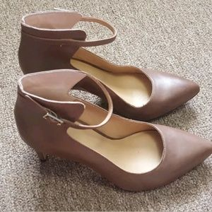 ANN TAYLOR Taupe Leather Heels with Ankle Strap