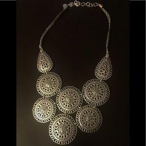 EUC Stella & Dot Medina Bib Necklace silver tone