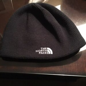 Black North face hat