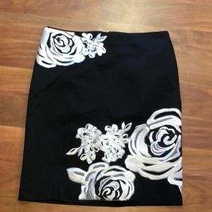 WHBM black flower skirt sz 8 NWT