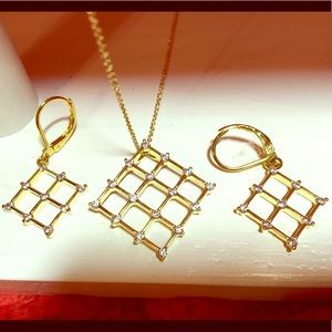 Topsail Trading necklace and earrings. Stunning!