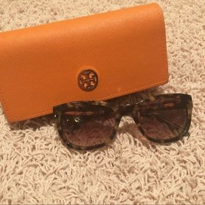💥BF Sale Week💥 Tory Burch Sunnies