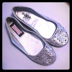 NWOT Sparkly silver flats rhinestones size 7